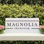 cartel de Magnolia Showroom cartel