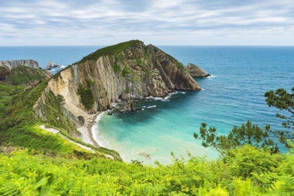 calas del norte playa del Silencio en Asturias